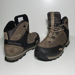 Salomon gore-tex contagrip boots size 7.5